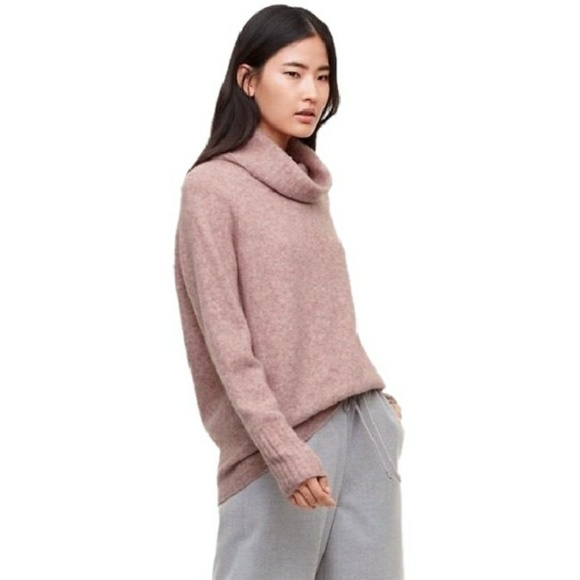 0667b80a406 The Group by Babaton Plutarch Sweater Pullover